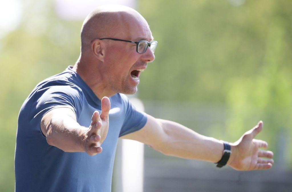 Jürgen Seeberger: Der Kickers-Coach fordert mehr Widerstandsfähigkeit von seiner Mannschaft. Foto: Baumann