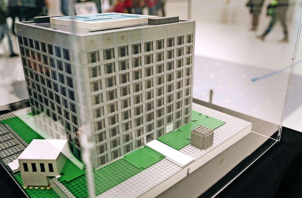 Die Stadtbibliothek aus  Legosteinen. Foto: Lichtgut/Verena Ecker