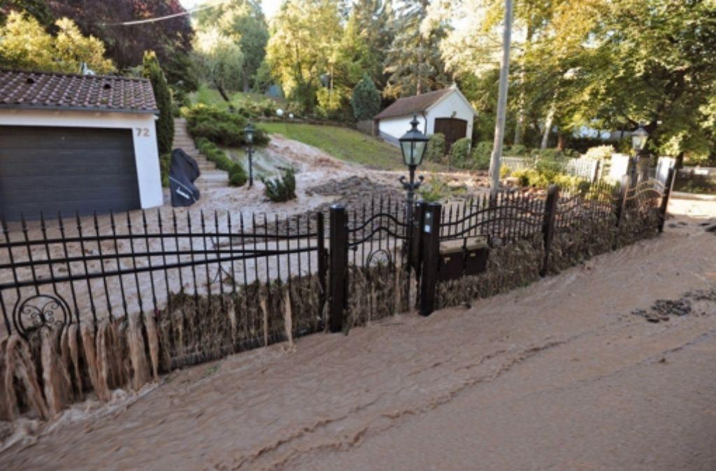 Eine Schlammlawine war dramatische Folge eines Wasserrohrbruchs in Vaihingen. Foto: 7aktuell