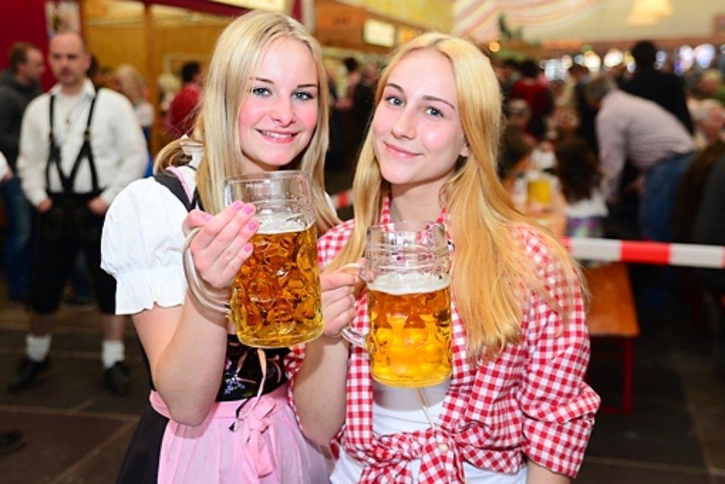 Hoch die Krüge: Bis zum 11. Mai wird beim Frühlingsfest zünftig gefeiert. Foto: www.7aktuell.de