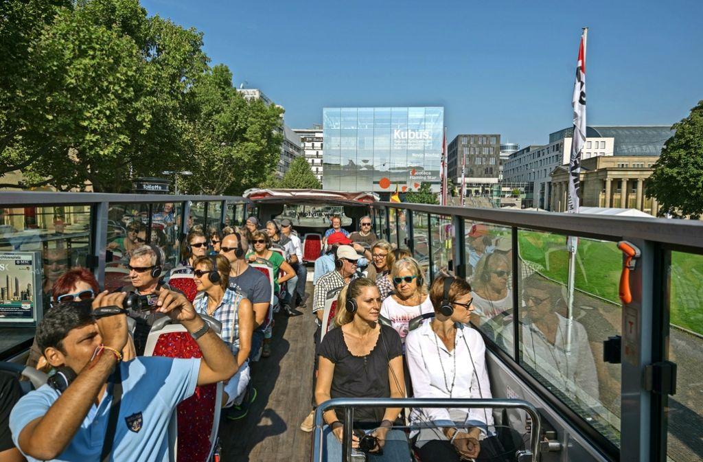Beliebt bei Touristen aus nah und fern: Rundfahrt  im offenen Bus. Foto: factum/Weise