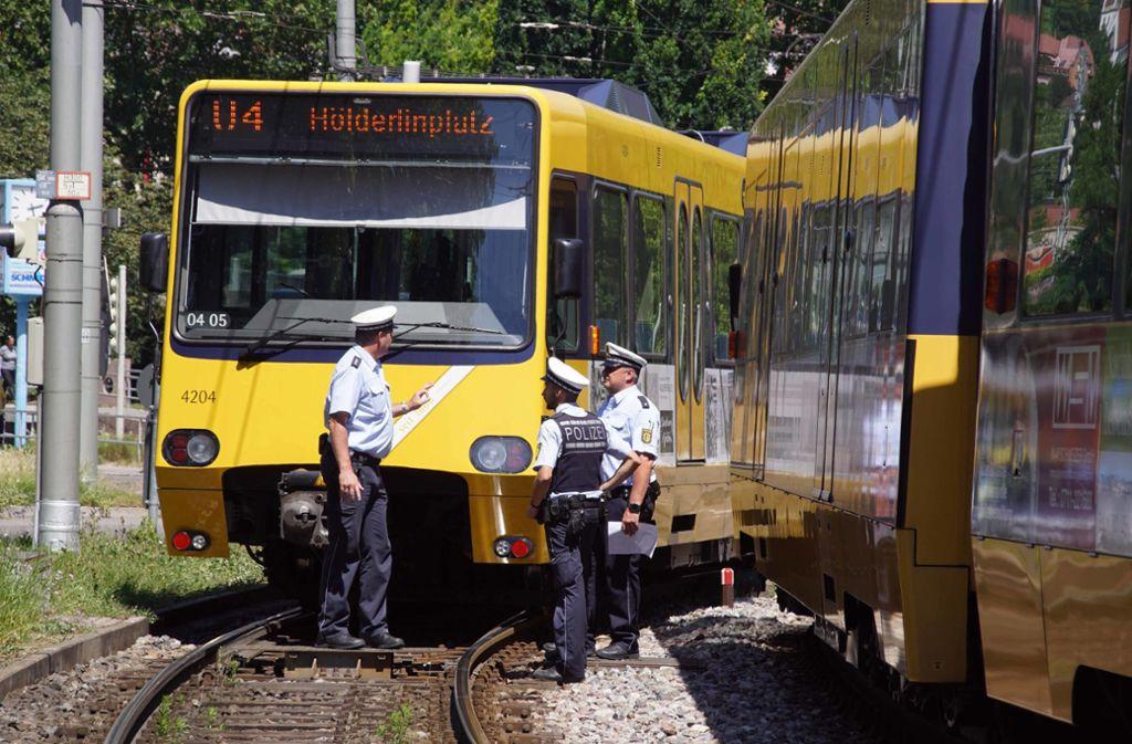 Zwei Stadtbahnen haben sich am Donnerstag in Untertürkheim berührt. Foto: Andreas Rosar