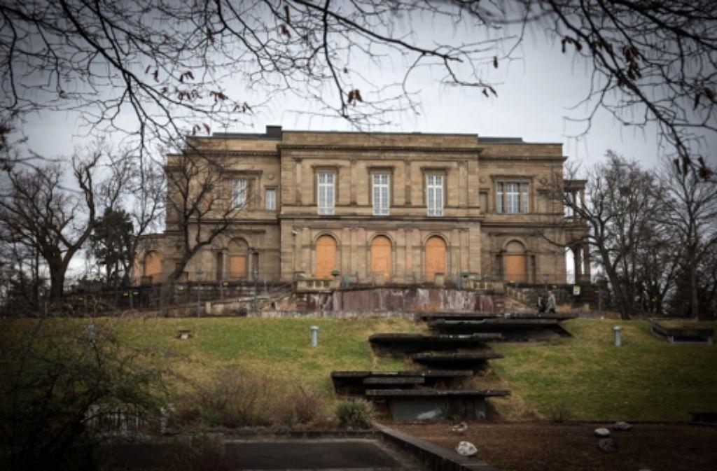 Die Villa Berg steht seit 2007 leer und verfällt zusehends. In der folgenden Bilderstrecke zeigen wir die lange Geschichte des Hauses in Fotos und historischen Zeichnungen. Foto: Achim Zweygarth