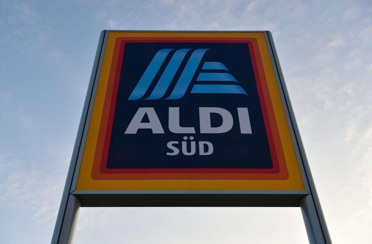 Aldi wird die Löhne und Gehälter seiner Mitarbeiter erhöhen. Foto: dpa/Sina Schuldt