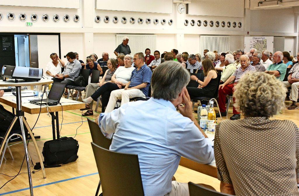 Die Verwaltungsspitze hatte in Sachen S21-Lärmschutz ins  Walter-Schweizer-Kulturforum geladen. Viele Bürger wollten mitreden. Foto: