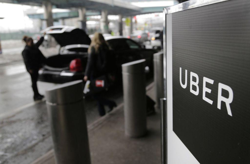 Uber will wieder selbst fahrende Autos einsetzen (Symbolbild). Foto: AP
