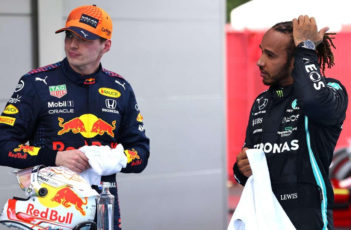 Die beiden dürften das Duell um den Titel wohl unter sich ausmachen: Max Verstappen (li.) und Lewis Hamilton nach dem Rennen in Barcelona. Foto: imago//Steve Etherington