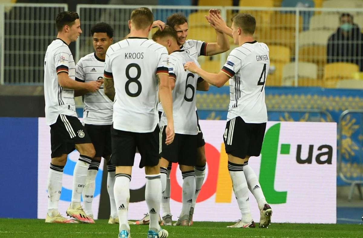 Die Spieler der DFB-Elf bejubeln das 2:0 von Leon Goretzka (zweiter von rechts). Foto: AFP/Sergei Supinsky