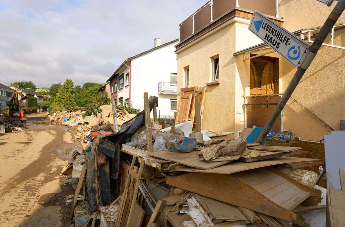In den Krisengebieten wird noch immer nach Vermissten gesucht. Das gestaltet sich teilweise schwierig – wie hier in der Stadt Sinzig in Rheinland-Pfalz. Foto: dpa/Thomas Frey