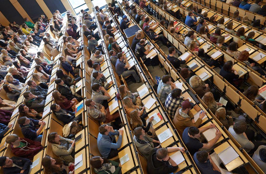 An der Hochschule muss man sich erst einmal zurecht finden. Das will das Wissenschaftsministerium erleichtern. Foto: dpa