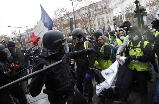 Tränengaseinsatz an den Champs-Élysées