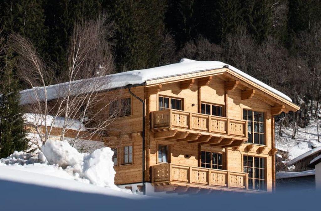 Die Ambruchs legen viel Wert darauf, dass sich ihr neu gebautes Ferienhaus in Gaschurn harmonisch in die Natur einfügt. Foto: mirjam fruscella/daniele manduzio