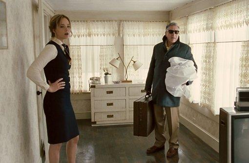 Joy Mangano (Jennifer Lawrence) muss unter anderem ihren schwierigen Vater (Robert De Niro) in ihrem Haus und Leben unterbringen. Foto: 20th Century Fox
