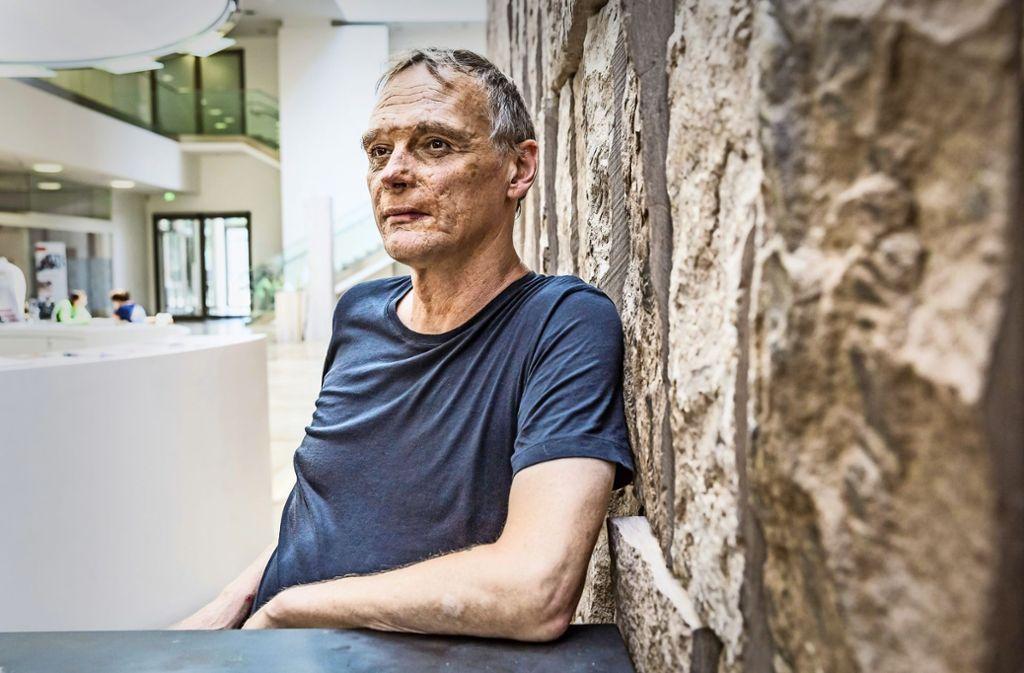 Der lässige Superintellektuelle: Felix Ensslin in einem Café in der Stuttgarter Innenstadt Foto: Lichtgut/Julian Rettig