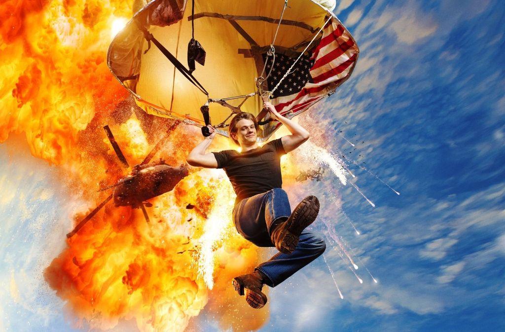 """So stellt sich das Fernsehen heute unkonventionelle Problemlöser vor: Lucas Till als der Titelheld in dem Serien-Remake von """"MacGyver"""". Foto: © 2016 CBS Broadcasting, Inc. Al"""