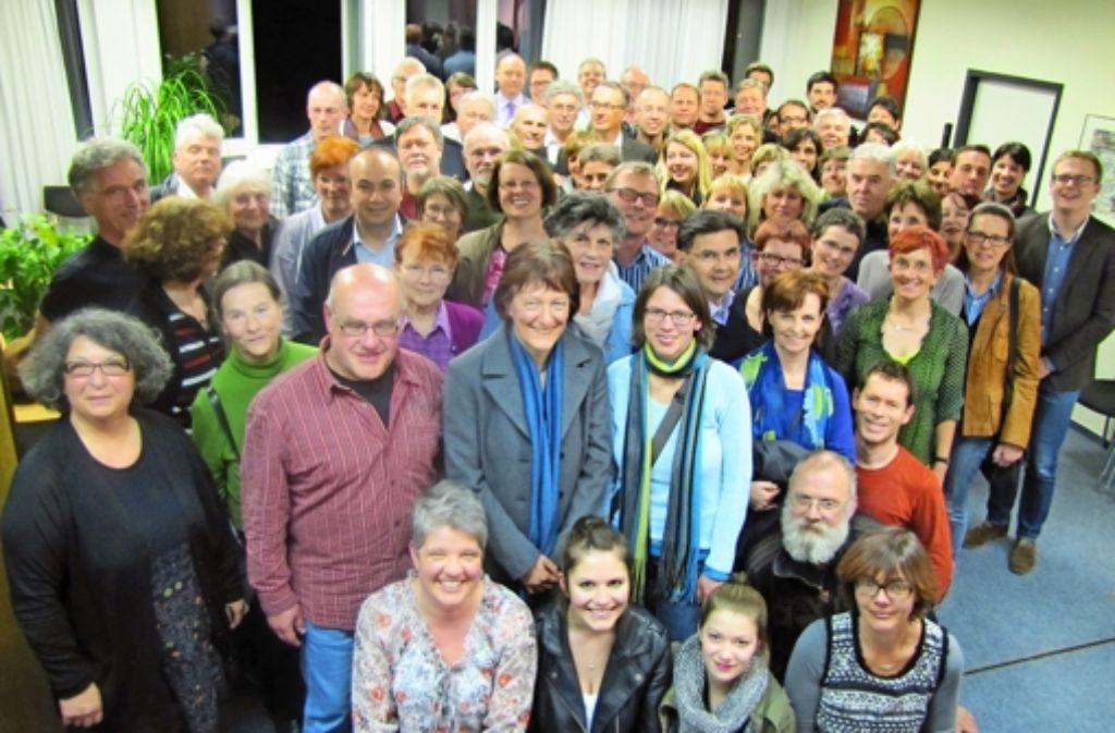 Beim Gründungstreffen des Freundeskreises für Flüchtlinge ist eine Welle der Solidarität durchs Bezirksrathaus Foto: Sägesser