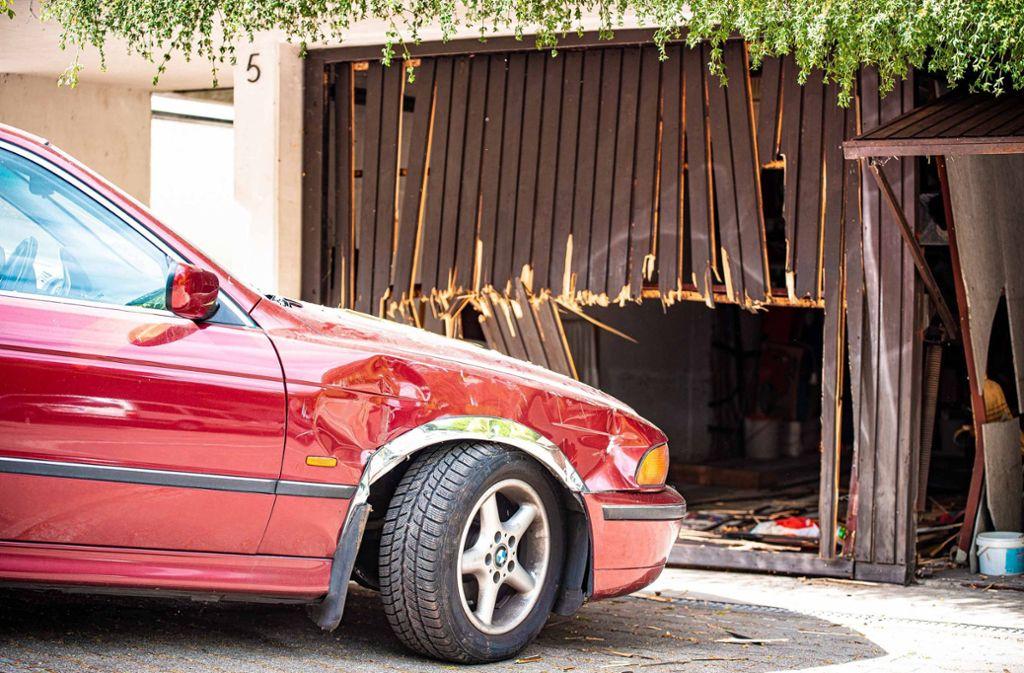 Ein Bild der Zerstörung: Der Mann verlor offenbar die Kontrolle über seinen Wagen. Foto: /7aktuell.de   Marc Gruber