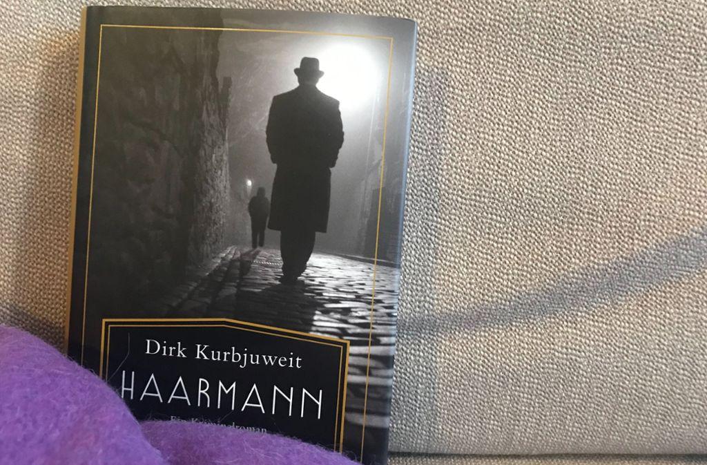 "Lesenswert, aber auch fordernd: Dirk Kurbjuweits ""Haarmann"". Foto: Lukas Jenkner"