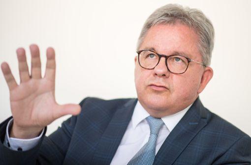Guido Wolf strikt gegen Ausweiskontrolle durch Wirte