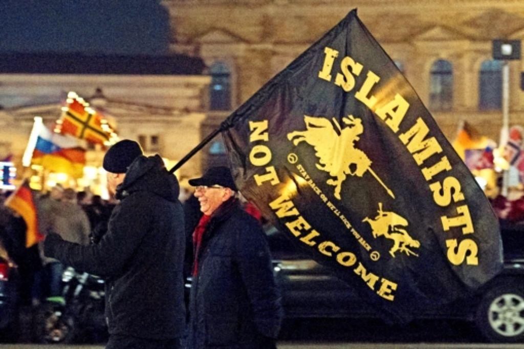 Dresden ist die selbst ernannte Hochburg von Pegida. Nun will die Bewegung auch im europäischen Ausland Anhänger finden. Foto: dpa