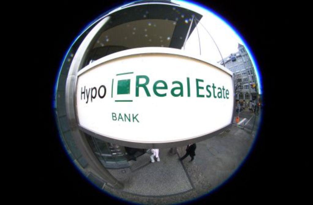 Die Hypo Real Estate (HRE) hat nach der bisherigen Einschätzung des Oberlandesgerichts München ihre Anleger zu spät über die Folgen der Finanzkrise für die Bank informiert.  Foto: dpa