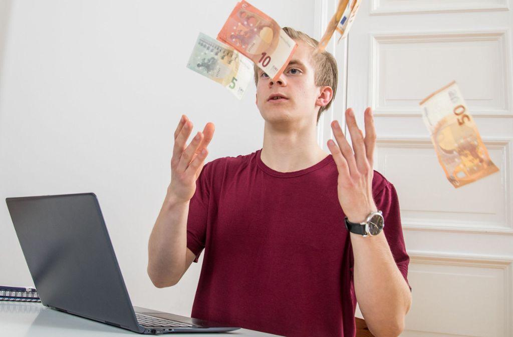 Der Wunschtraum eines jeden Crowdworkers: so viele sichere Aufträge zu ergattern, dass er mit Geld um sich werfen kann. Foto: dpa-tmn/Christin Klose
