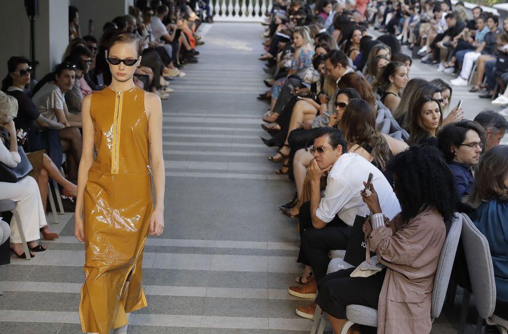 Sonnenbrillen standen hoch im Kurs bei der Fashion Week in São Paulo. Foto: AP