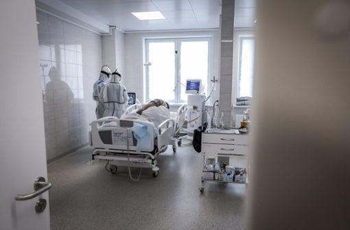 Fast 500 Ärzte und Pflegekräfte an Covid-19 gestorben