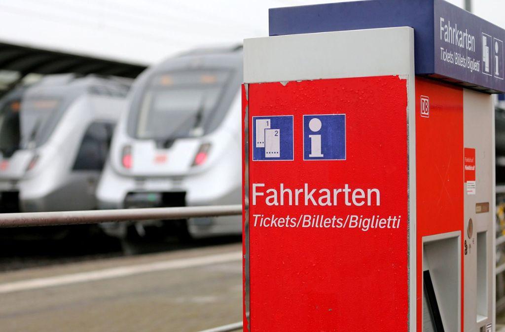 Bahnkunden winkt wieder eine Ticketerhöhung. Foto: dpa-Zentralbild