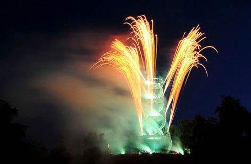Farbexplosionen am Nachthimmel