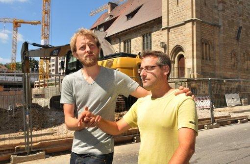 """Beim """"Eye Walk"""", einer Stadtführung der besonderen Art, erkunden die Besucher Stuttgart blind. Foto: Günter Bergmann"""