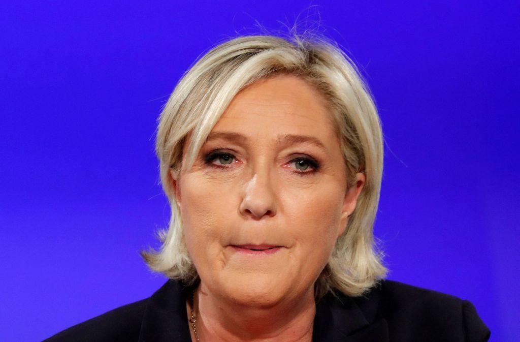 Marine Le Pen kann ihre Entäuschung nach der Frankreich-Wahl nicht verbergen. Foto: dpa