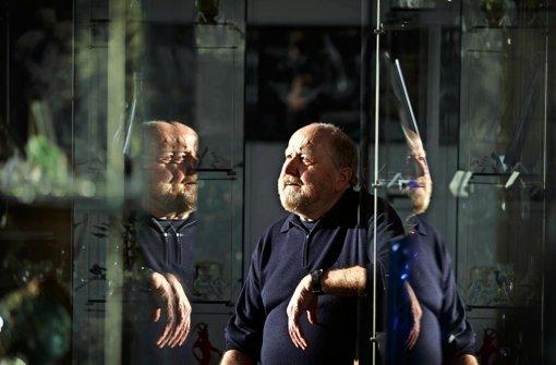 Manfred Theinacher  inmitten der Gegenstände seiner Forschung,  der Spiegel. Foto: Gottfried Stoppel