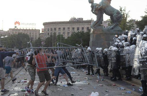 Polizei setzt Tränengas und Knüppel gegen Corona-Demonstranten ein