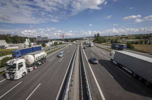 Mehrere Hundert Liter Diesel laufen auf der A8 aus