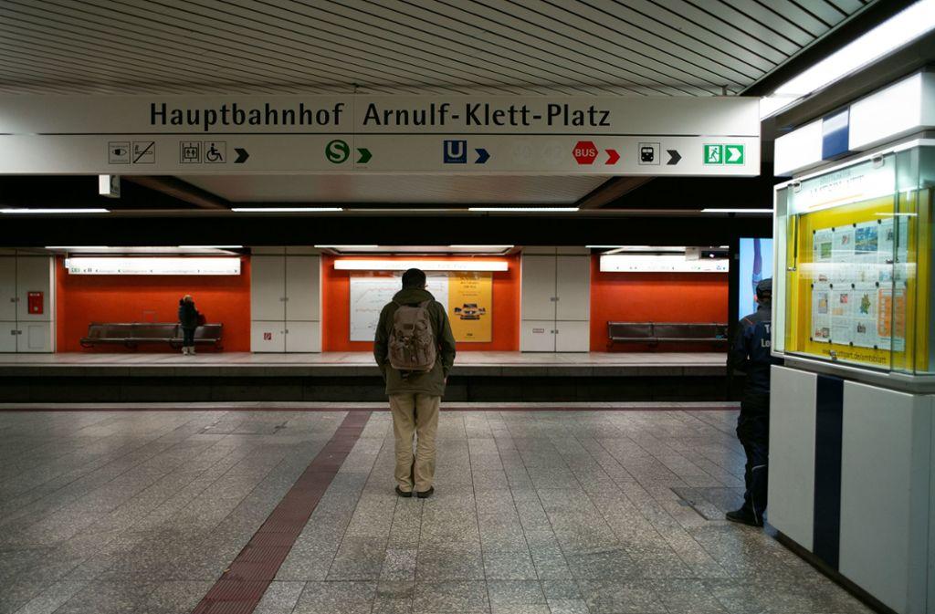 Leere – das ist das vorherrschende Bild in den Stadtbahnstationen. Aber mitunter sind auch mehr Menschen unterwegs. Foto: Lichtgut/Leif-Hendrik Piechowski