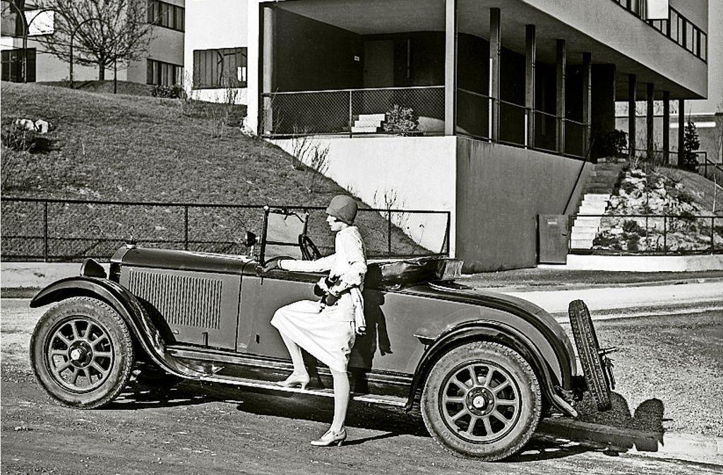Elsbeth Böklen posiert im Jahr  1928  vor dem Le-Corbusier-Haus Foto: Daimler