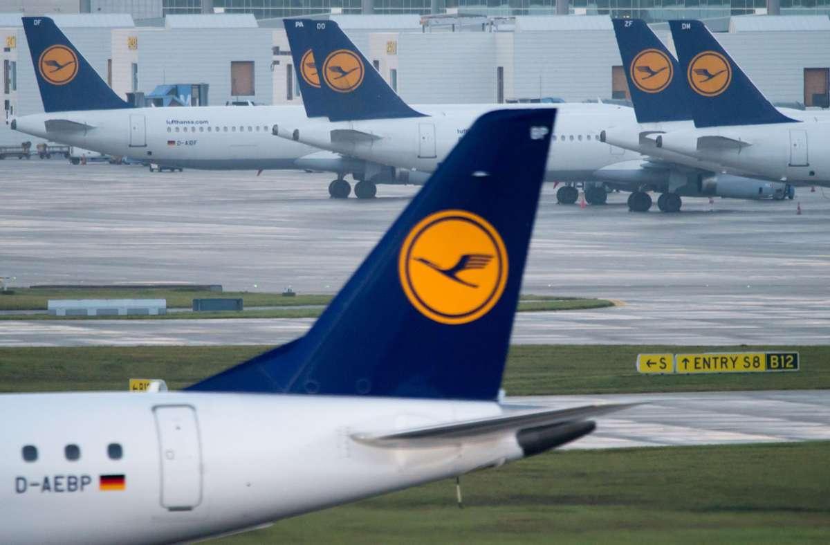 Vor der Lufthansa-Hauptversammlung haben sich das Unternehmen und die Gewerkschaft Ufo auf ein Sparpaket geeinigt. Foto: dpa/Peter Kneffel
