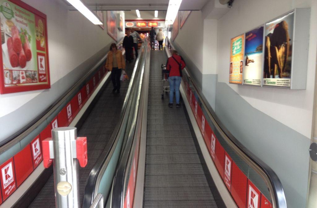 Ein Fünfjähriger hat sich in einer Rolltreppe im Kaufland Ludwigsburg eingeklemmt. Foto: bin