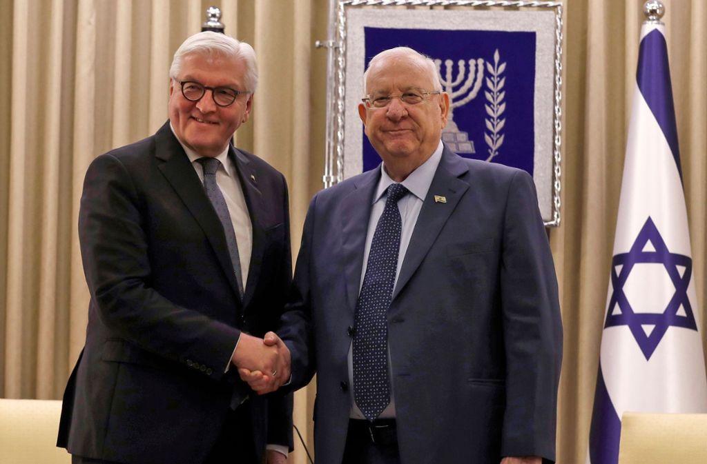 Frank-Walter Steinmeier (l) und Reuven Rivlin, Präsident von Israel, trafen sich am Amtssitz des israelischen Präsidenten. Foto: AFP/ATEF SAFADI