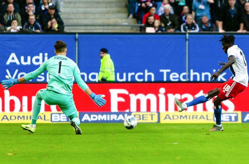 Bakery Jatta trifft gegen den VfB Stuttgart zum zwischenzeitlichen 2:0. Gregor Kobel kann nichts mehr machen. Foto: dpa/Frank Molter