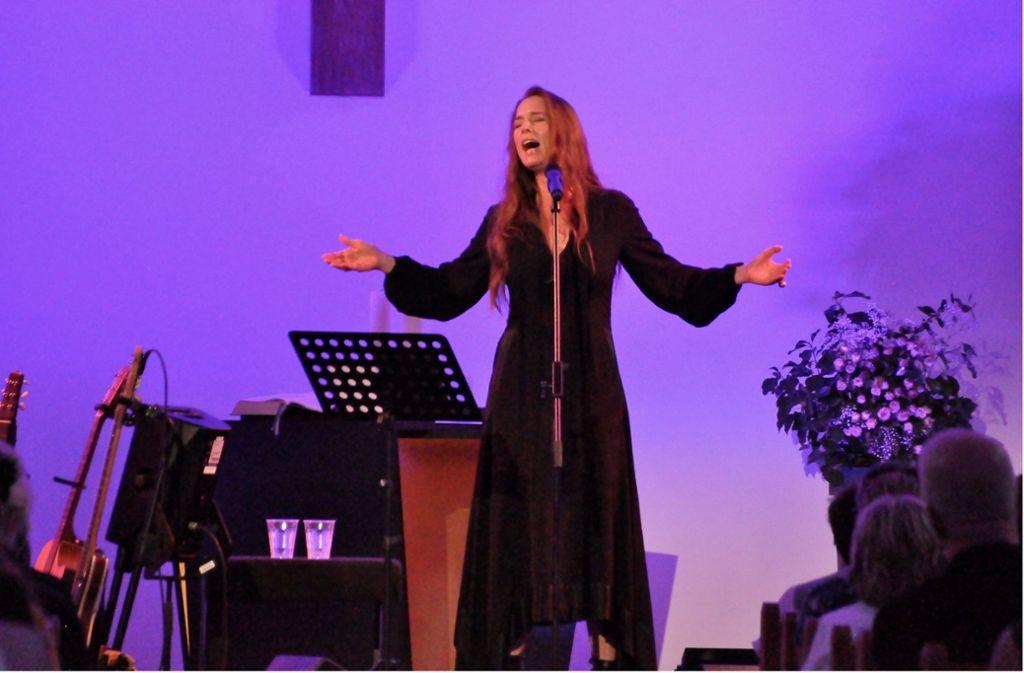 Man darf eine Sängerin wie Rebekka Bakken nicht nur nach ihrem Outfit beurteilen. Aber man kann sagen, dass sie bei ihrem fantastischen Ludwigsburger Konzert hervorragend aussah. Weitere Bilder in der Fotostrecke. Foto: Daphne Demetriou