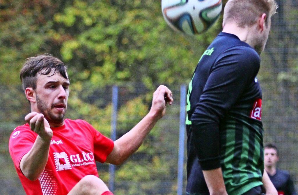 Mit einem 3:1-Sieg hat der TSV Plattenhardt den Angriff seines Verfolgers SV Sillenbuch abgewehrt. Links: der Ausgleichstorschütze Dennis Kattenberg. Foto: Yavuz Dural
