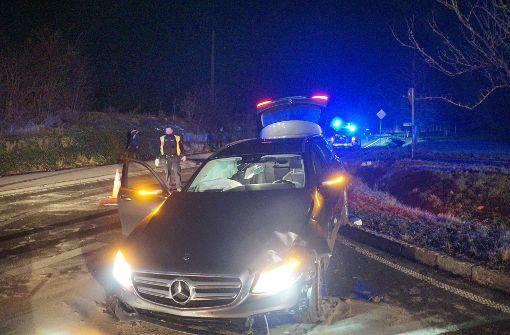 19-jährige Beifahrerin wird in Mercedes schwer verletzt