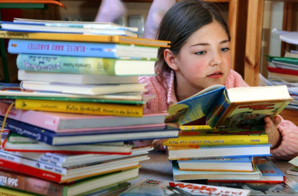 Bücher sind immer noch das beste Medium für Kinder. Es gibt aber auch tolle Apps, mit denen sich Kinder beschäftigen können. Unsere Tipps mit aktuellen Neuerscheinungen finden Sie in der Bildergalerie. Foto: dpa/Z1003 Jens Büttner