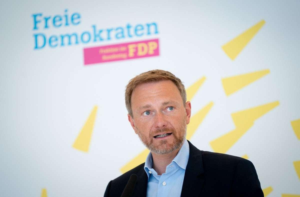 """FDP-Parteichef Christian Lindner sieht noch immer """"die größten Überschneidungen"""" zwischen Union und FDP, hält sich aber auch andere Koalitionsmodelle offen. Foto: dpa"""