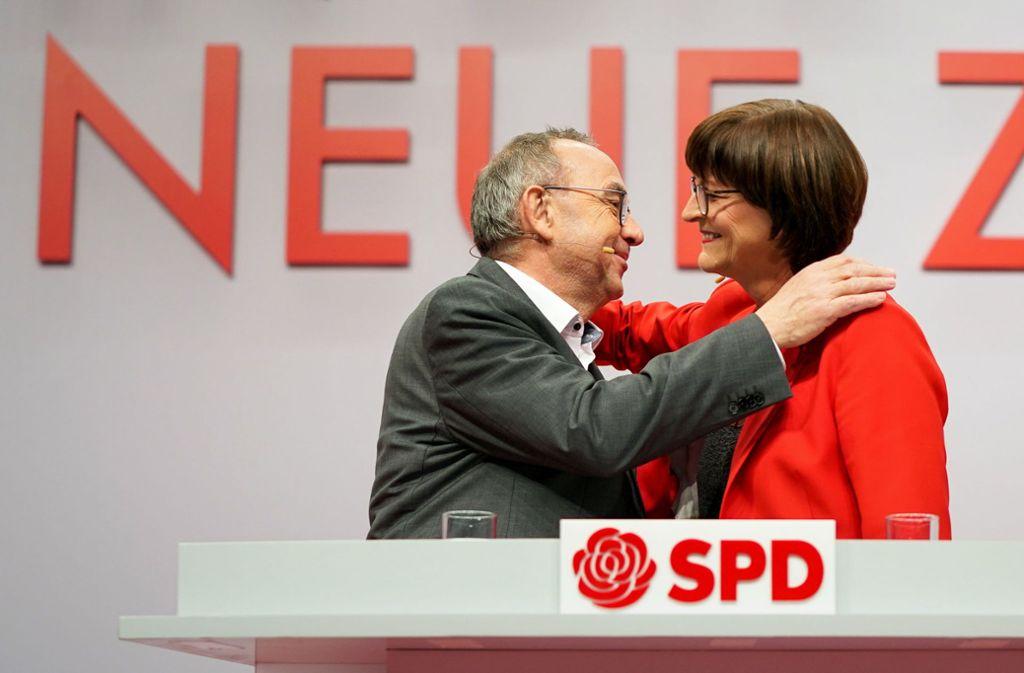 Norbert Walter-Borjans und Saskia Eskens auf dem SPD Parteitag in Berlin. Eskens ist gebürtige Stuttgarterin. Foto: dpa