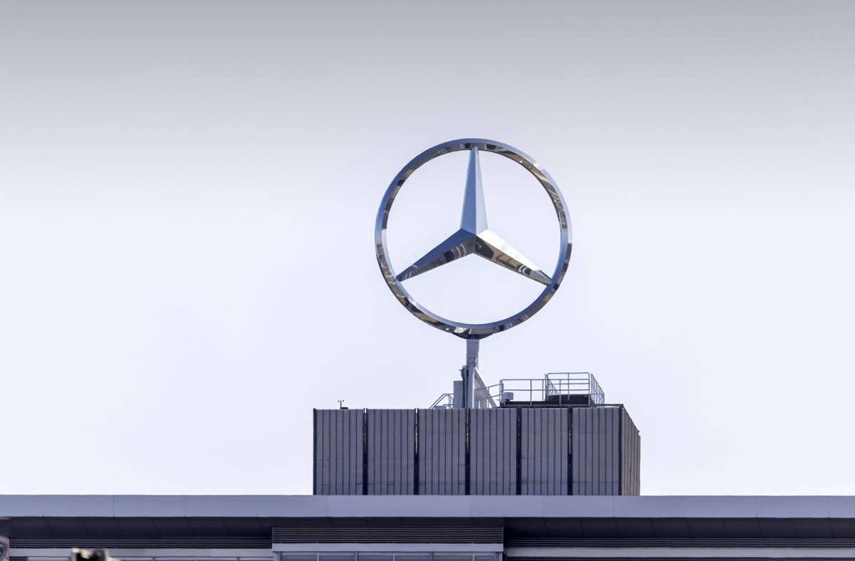 Die Verbraucherschützer werfen Daimler eine bewusste Manipulation der Abgaswerte bei bestimmten Fahrzeugen vor. (Symbolbild) Foto: imago images/Arnulf Hettrich/Arnulf Hettrich via www.imago-images.de