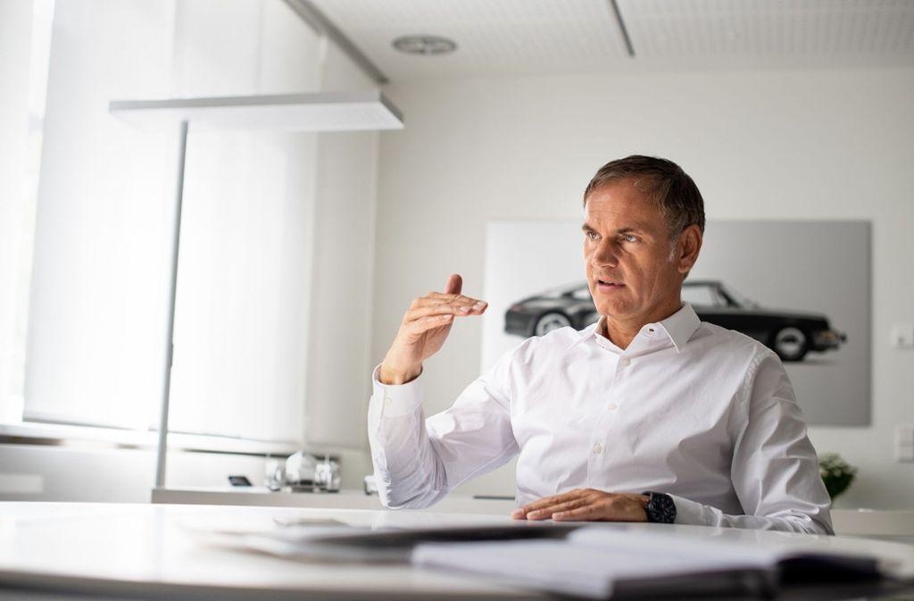 Arbeitet als einer der wenigen bei Porsche im Büro: Oliver Blume Foto: dpa/Fabian Sommer