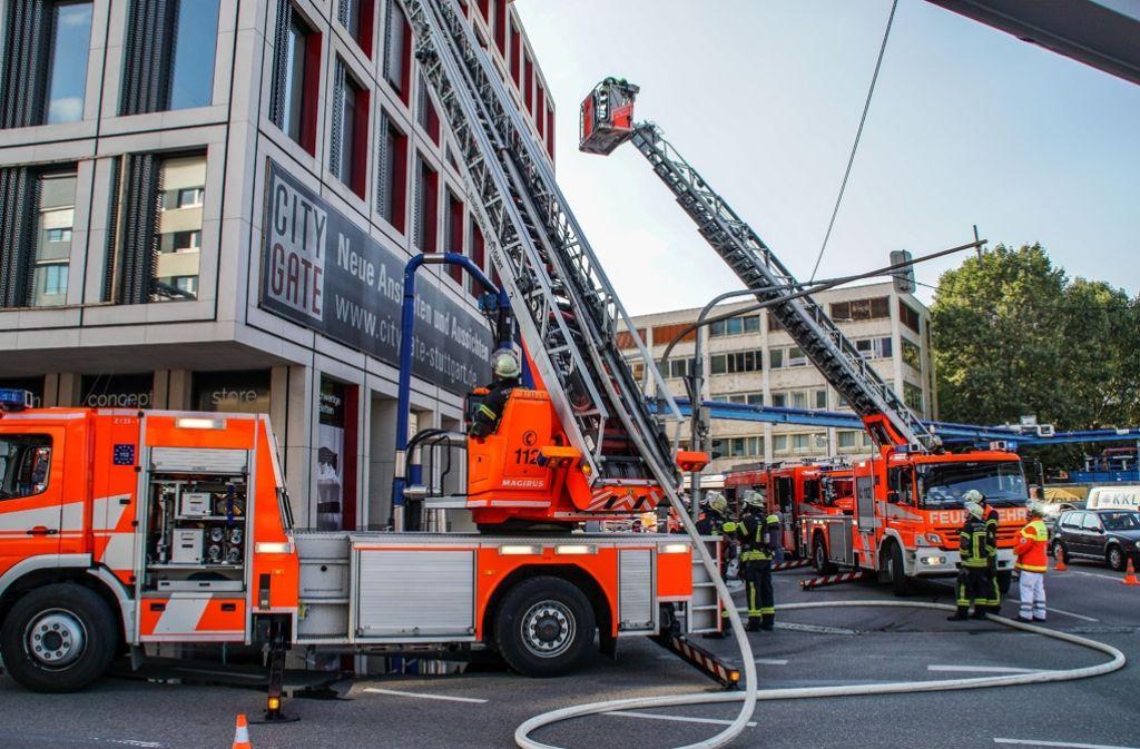 In Stuttgart-Mitte ist es am Montagnachmittag zu einem Fassadenbrand gekommen. Foto: SDMG
